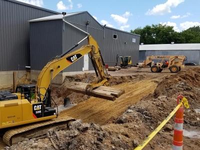 Excavator & Construction Forklift